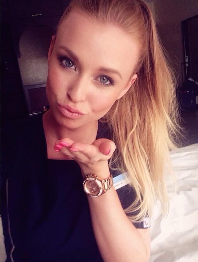On pense avoir trouvé l'hôtesse de l'air la plus sexy de Belgique-Maureen Alexandra Naudts-12