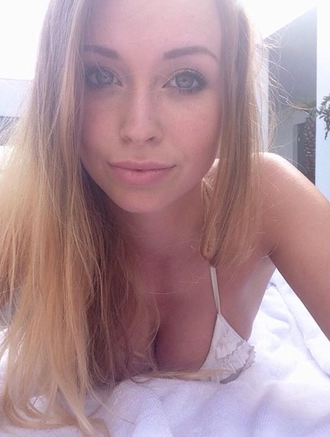 On pense avoir trouvé l'hôtesse de l'air la plus sexy de Belgique-Maureen Alexandra Naudts-13